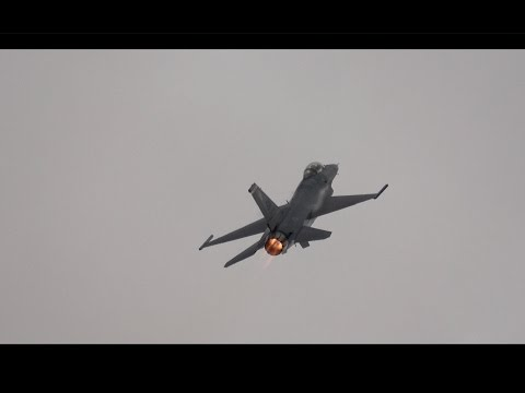 F-16 Viper Sunday Demo .. California Capital Airshow 2016 (4K)