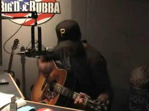 Luke Bryan Sings LIVE Country Man