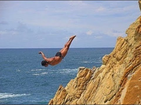 ACAPULCO, MEXICO  - THE CLIFF DIVERS OF LA QUEBRADA