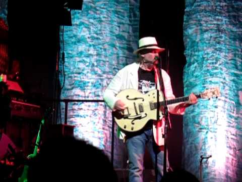 Neil Young - Walk with me (Edmonton, Canada July 2010) Twisted Road Tour
