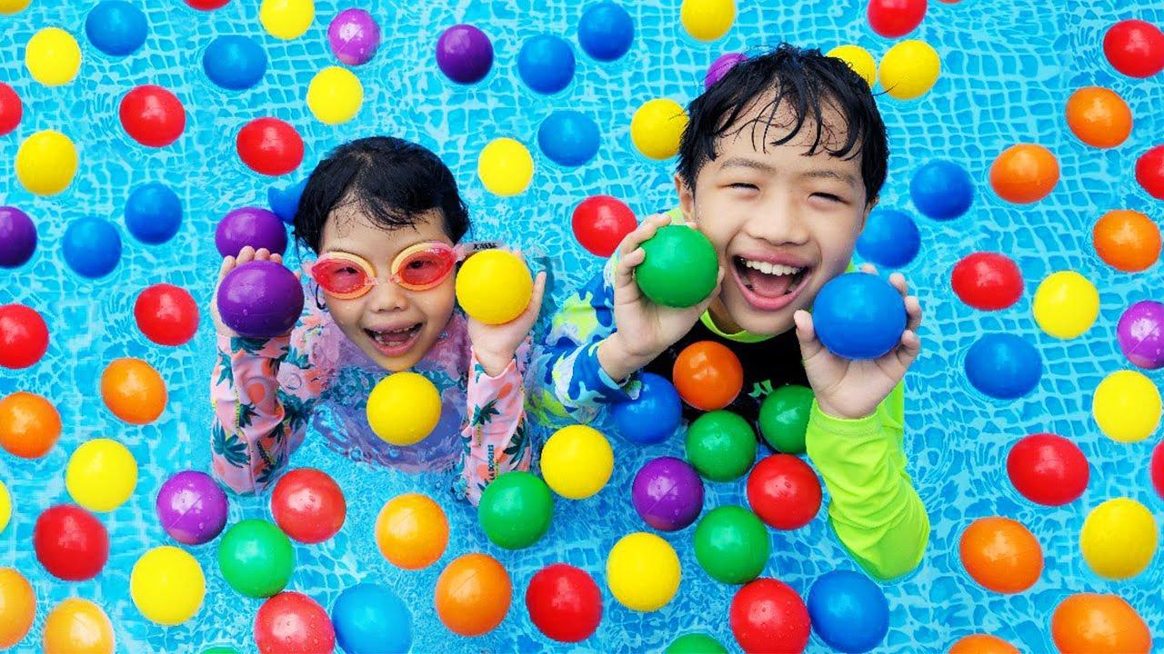 신기한 색깔공을 가지고 놀아요!!  유니 vs 미니 색깔 공놀이 챌린지 물놀이 컬러송 색깔 맞추기 making balls pool 유치원 교육, 인기동요