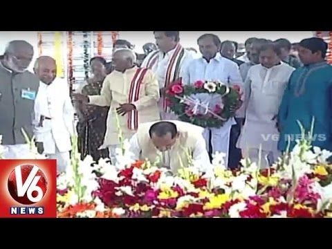 CM KCR Pays Tribute To Mahatma Gandhi | Bapu Death Anniversary | V6 News