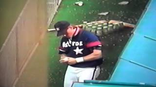 Craig Biggio Plays Baseball Bowling In Houston Astros Dugout!