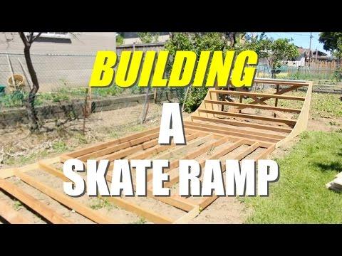 BackYard SkatePark | Building A Skateboard Halfpipe !!! 😱😱😱