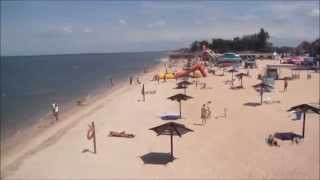 Голубицкая. Центральный пляж июнь 2014 года(Видео снято 2 июня 2014 года, на видео Центральный пляж станицы Голубицкой со смотровой вышки спасателя ....., 2014-06-09T13:10:34.000Z)