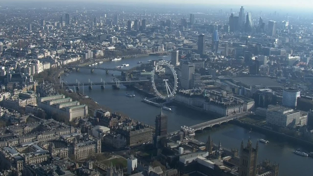 London in Lockdown: Aerial shots show famous landmarks deserted due to coronavirus - YouTube