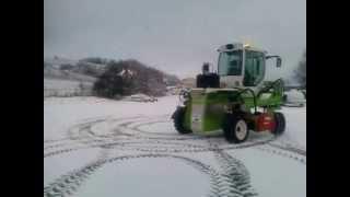 tracteur enjambeur electrique t4e sur la neige