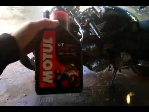 Замена  масла в двигателе мотоцикла  HONDA CB600 2002г.