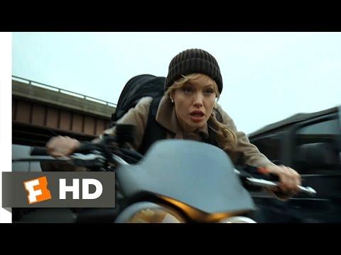 Salt (2010) - Freeway Chase Scene (3/10) | Movieclips