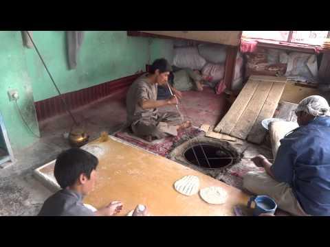 Afghanistan: Making Bread (Naan) in Bamyan  アフガニスタン:バーミヤンのパン屋