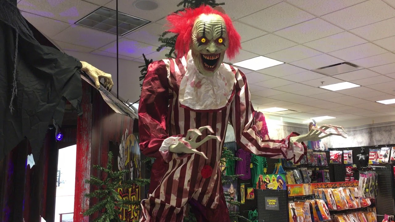 spirit halloween 2017 creepy towering clown