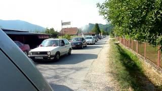 Prolazak  svadbenih auta kroz Paljenicu   Mladozenja Maljenovic Toso