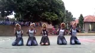 Tari Tradisional ampar ampar pisang dari kelas 12 IPA 3 AssassinS SMA Negeri 1 Bandar kab.Batang