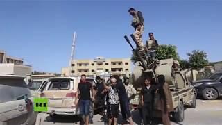 Intensos combates cerca de la capital libia