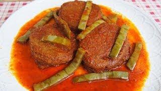 Tortitas de Camarón en Salsa Roja con Nopales