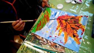 Уроки рисования. Дети рисуют осень.  Children paint an autumn