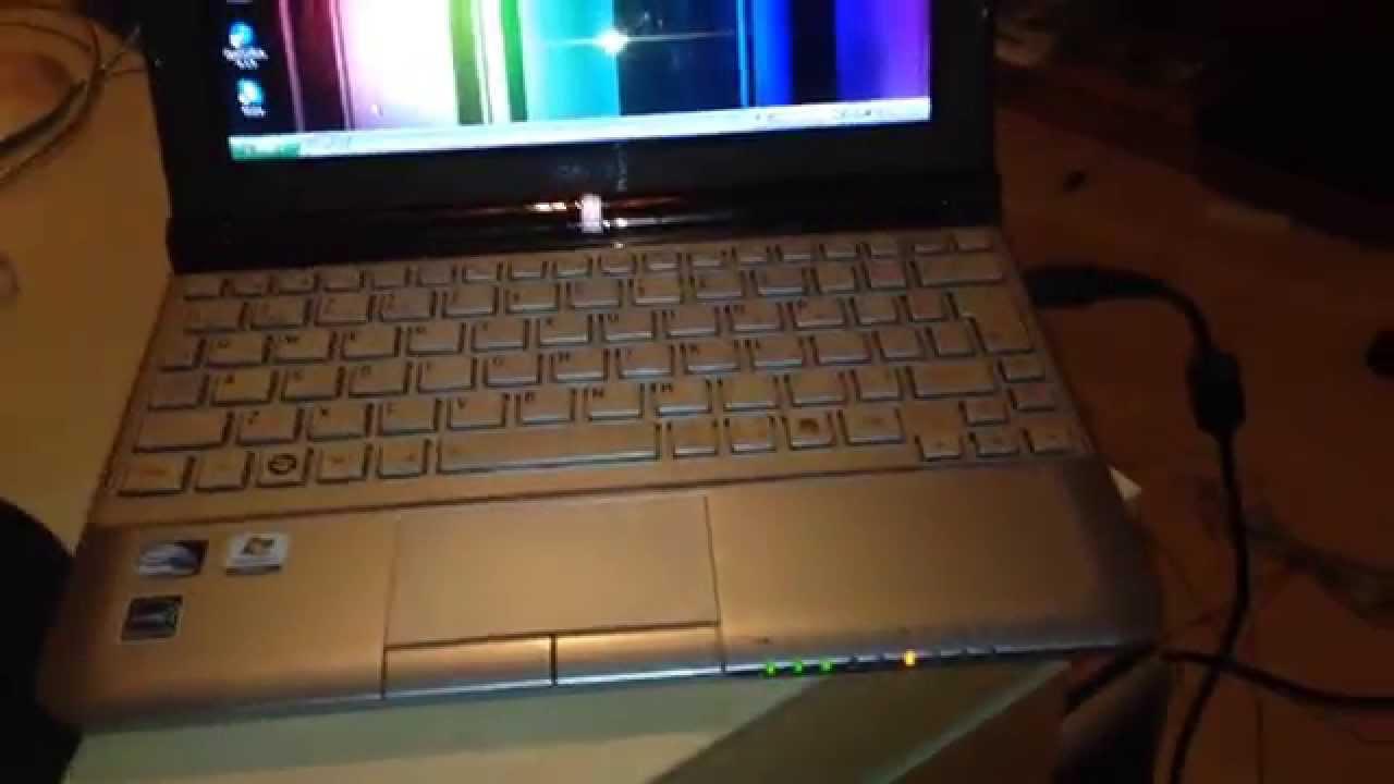 Toshiba NB305 Netbook - YouTube