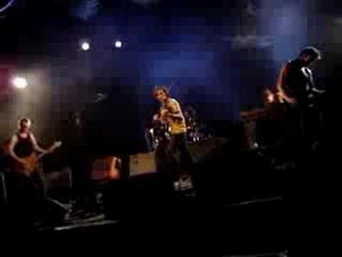 Yann Tiersen Live @ Ile du gaou, France 25.07.06 LA CRISE mp3