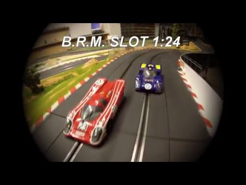 BRM BATTLE SLOT CAR 1:24 PORSCHE 917 K VS FERRARI 512 M