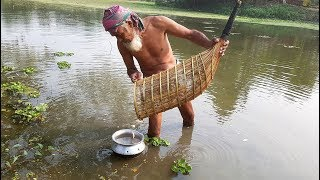 Lost Fishing Tools Of Bangladeshi Village People - Bamboo Fish Trapping Cage Making & Catching Fish