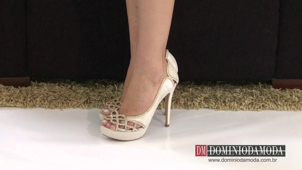 8f9e2812045 Scarpin Peep Toe Werner Couro Marfim Off White Gloss 573419 GPB - Domínio  da Moda - YouTube