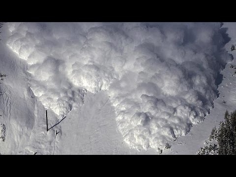 Switzerland: Experiment blasts triggers artificial avalanche - no comment