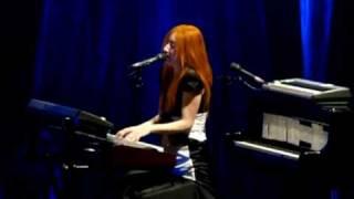 Tori Amos Live In Paris - Hotel (Version 2)