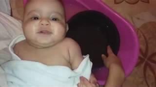 يوميات أريج جزأ التالت تنشيف اريج بالفوطة استحمام أطفال بطريقة الصحيحة مع غسل رأس أطافل