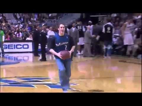 NBA fan humiliate mascot with amazing dunk HD