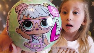 Sonjina prva lutkica kuglica LOL 7 iznenadjenja / LOL Big Sisters Surprise Doll Unboxing Gold Ball(, 2018-02-22T16:46:41.000Z)