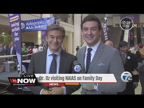 Dr. Oz sings Detroit's praises during first visit to Auto Show