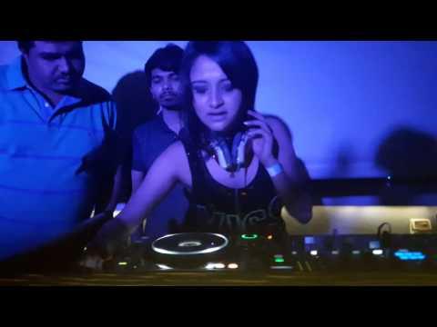 Dj Donnaa live at Mojo's Bistro , Vashi - New Mumbai