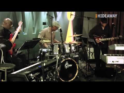 Tom Browne - Funkin' For Jamaica peformed by Lonnie Liston Smith @ Hideaway SW16