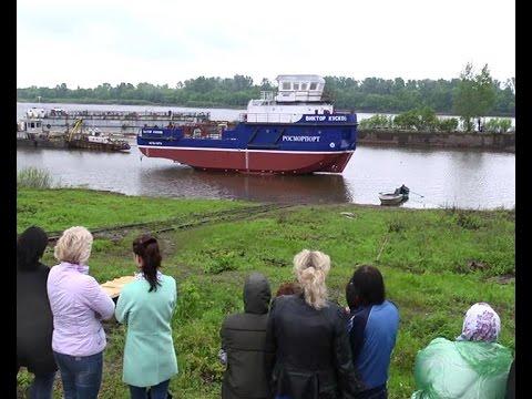 в Сосновке построили и спустили на воду лоцмейстерский катер