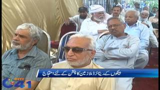 Retired bank employees protest against administration on pension issue