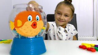 Игра Пугливая Рыбка - Ярослава выигрывает у мамы | Видео для детей