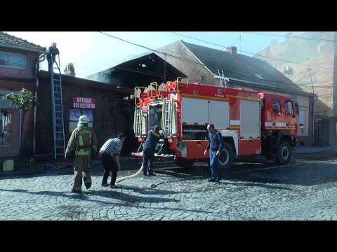 У Мукачеві через ранкову пожежу перекрили одну із центральних вулиць