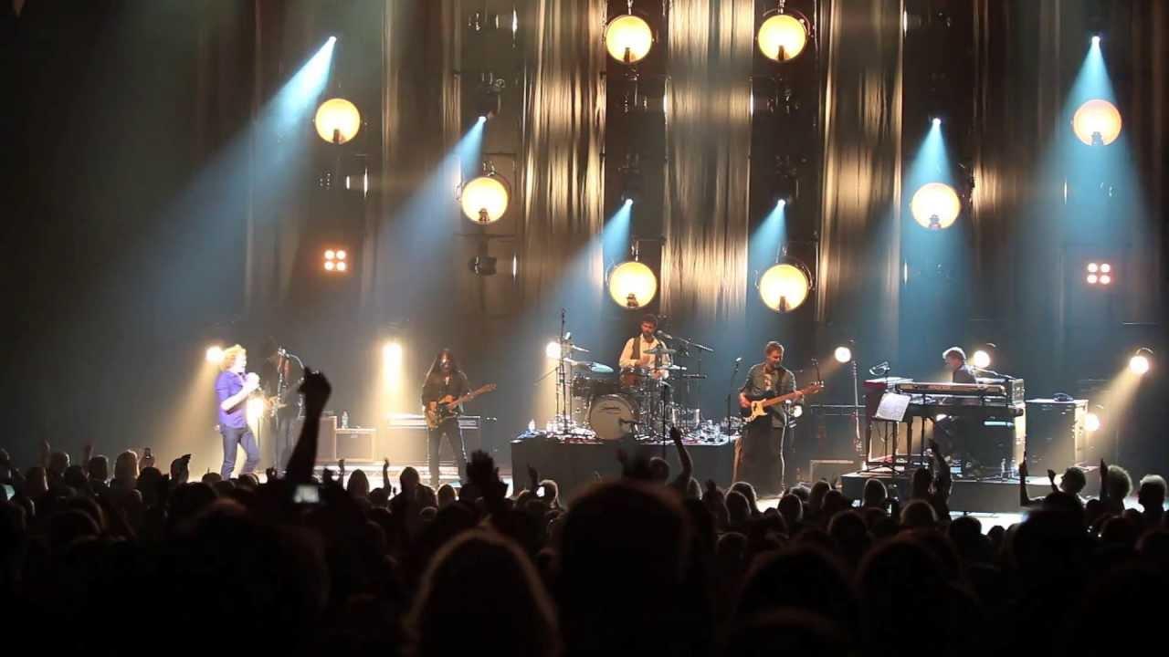 Mick Hucknall - Money's Too Tight (To Mention) - Live at Hammersmith Apollo