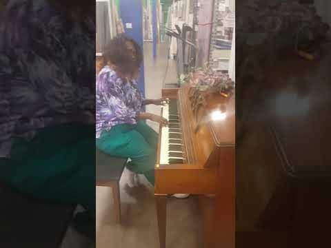 THIS WOMEN OF GOD PLAYING PIANO IN GRIFFITH  RESALE STORE TODAY SEPT 13TH, 2017