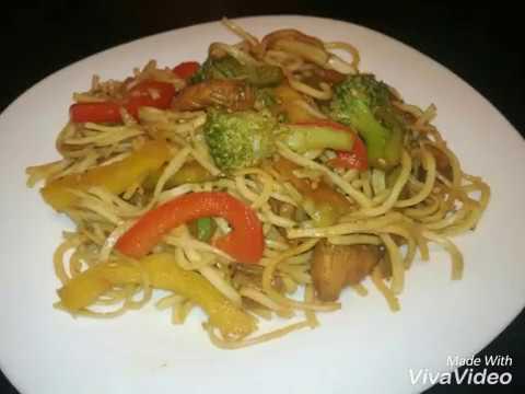 les-nouilles-aux-légumes-(-wok-poulet-)