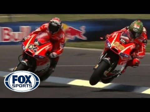 Valentino Rossi and Nicky Hayden Epic Finishes  Indy GP 2013
