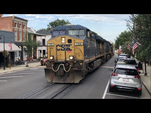 Street Running Train Causes Road Rage, Huge CSX Freight Trains On Main Street, LaGrange Kentucky