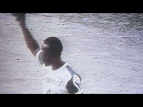 phi@atl:-hank-aaron-hits-his-700th-home-run