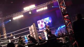 John Lineker (lutador de MMA) entra no ringue ao som de Sou Humano de Bruna Karla - 10.09.11