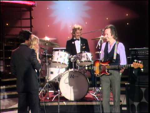 Dick Clark Interviews Kim Carnes - American Bandstand 1981
