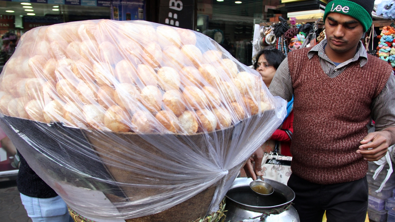 Pani Puri (Puchka) in Kolkata - One of The BEST Indian Street Food Snacks!
