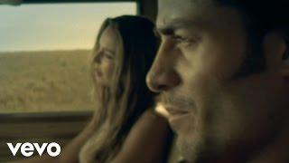 Chayanne - Sentada Aquí En Mi Alma (Vídeo Oficial)