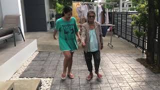 sunaree-สุนารี-พาแม่เดินออกกำลังกายตอนเช้าจ้า