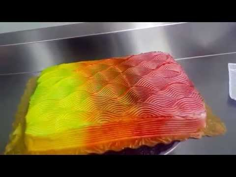 Color changing cake icing technique