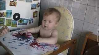 Первый урок рисования. Учим ребенка рисовать руками в 8 месяцев.